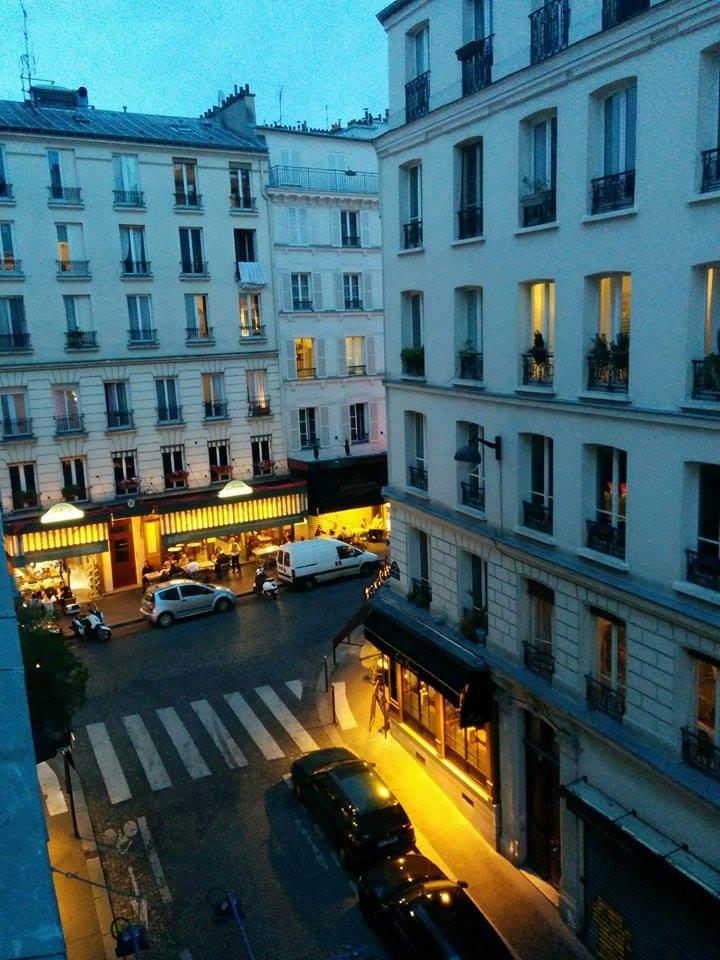 How to visit Paris alone.